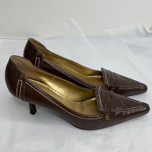 """BCBG Paris size 8 brown leather 2.5"""" heels EUC"""